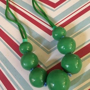 Jewelry - Vintage style jade green beaded necklace
